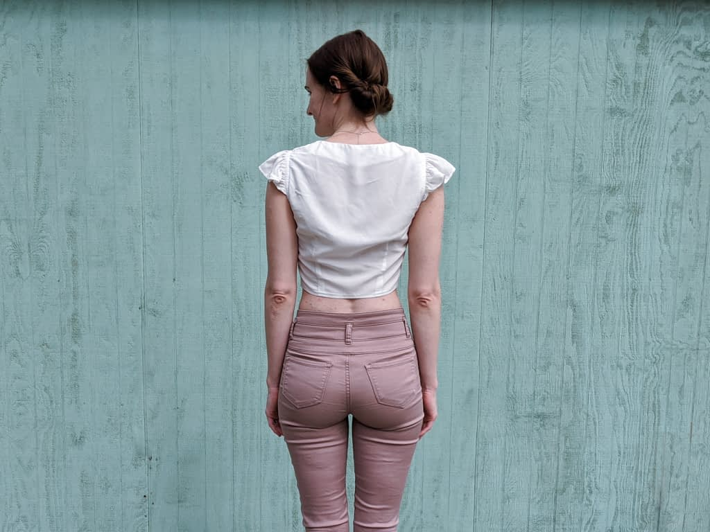 Back view of M7900 sewing pattern. The length is too long and the fabric droops.