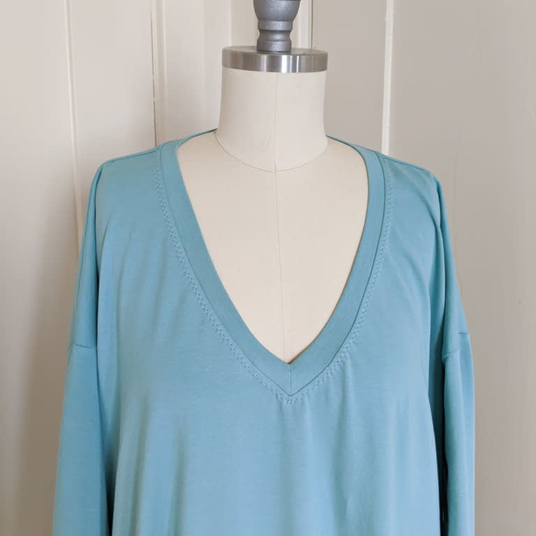 Simplicity 8911, View A, altered to have a v neck. Close up of v neck band.